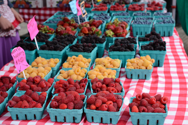 berries at the Corvallis Farmers' Market // Wayward Spark