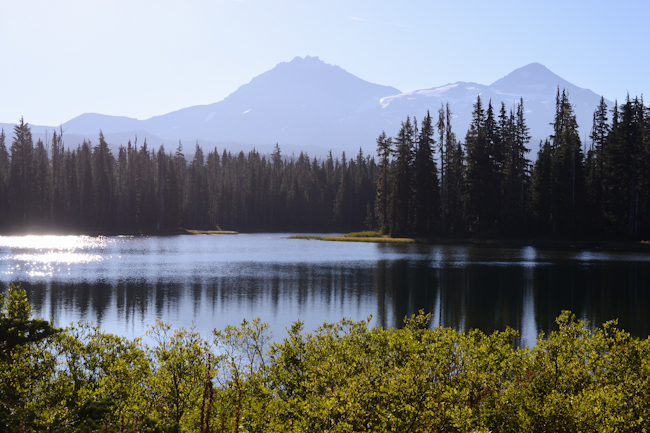 Scott Lake and Three Sisters mountain in Oregon // Wayward Spark